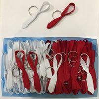 Gravatinhas Chaveiro Tecido vermelha e branca c/100